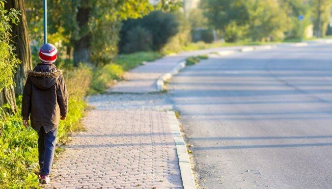 Безопасная прогулка: 3 правила, которым обязательно надо научить ребенка