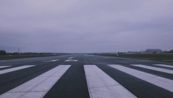 """ВИДЕО: В аэропорту """"Рига"""" завершилась реконструкция взлетной полосы"""