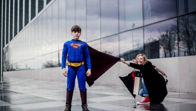 Назад в детство: история о том, как солидный банкир стал ассистентом супермена