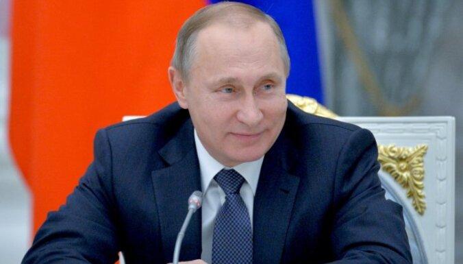 Putins paraksta likumu, kas ļauj viņam būt prezidentam līdz 2036. gadam