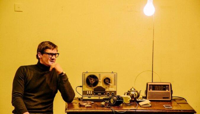 Foto: Pirmizrādi piedzīvos balsu klausīšanās seanss 'Raudives radio'