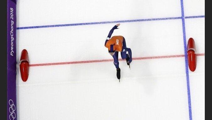 Bērziņš un Krūzbergs pasaules čempionātā šorttrekā divās distancēs sasniedz nākamās kārtas sacensības
