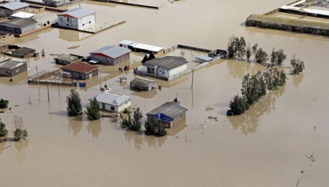 Irānā plūdu dēļ humānā palīdzība nepieciešama diviem miljoniem cilvēku
