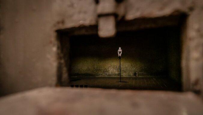 Video: Vēstures ekspozīcija Cēsīs, kas izveidota autentiskā čekas īslaicīgās aizturēšanas izolatorā