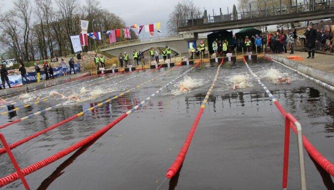 Jelgavā sāksies Pasaules kausa posms ziemas peldēšanā