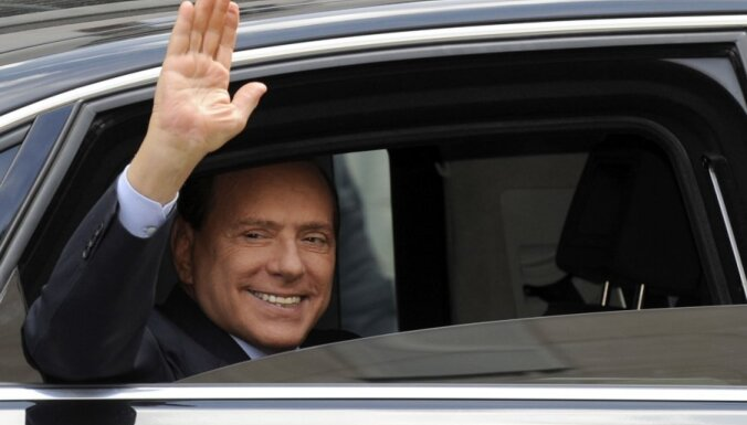 Berluskoni paziņo, ka atkal kandidēs uz Itālijas premjera amatu