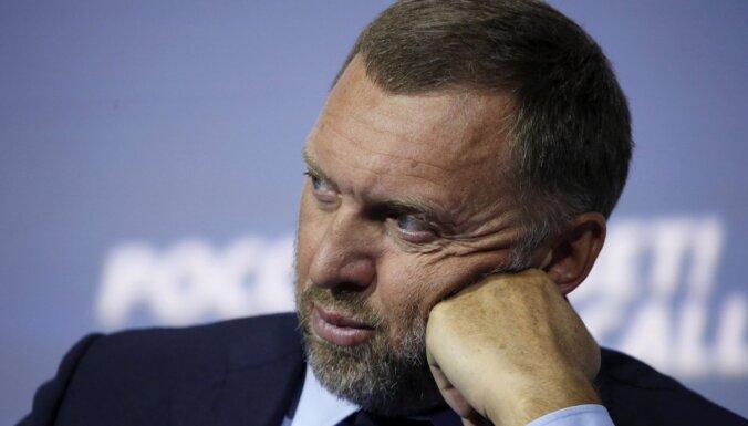 ASV tur aizdomās Deripasku par Putina naudas atmazgāšanu, ziņo laikraksts