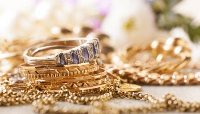Policija Valkā pa karstām pēdām aiztur zeltlietu zagli