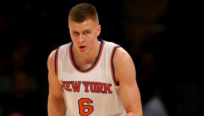 'Knicks' nenotur 15 punktu pārsvaru un kapitulē 'Hawks'; Porziņģim deviņi punkti