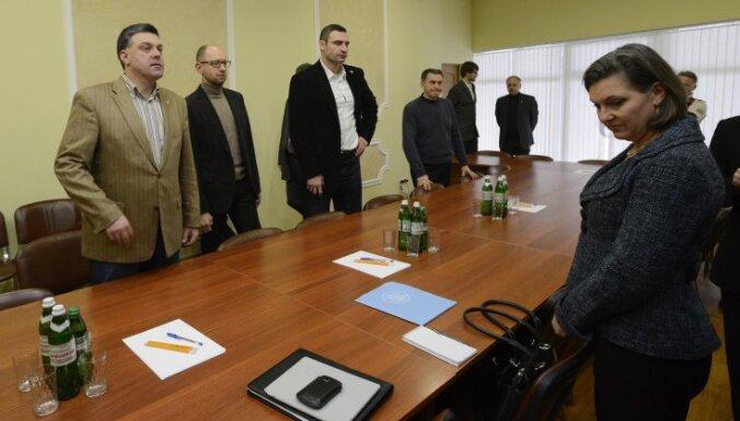 Представитель Госдепа США разносила на Майдане чай и еду