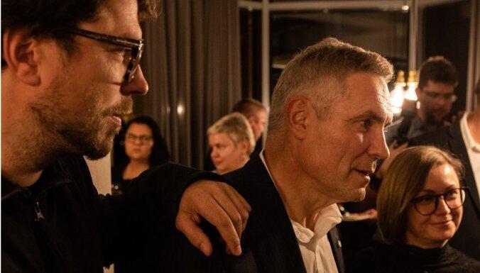 Foto: Andreja Žagara dzimšanas dienā Cēsīs pirmizrādīta filma 'Žagari'