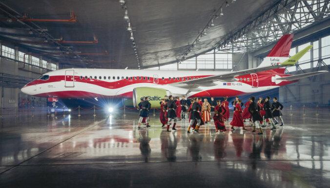 ФОТО, ВИДЕО: airBaltic в честь 100-летия Латвии по-особому раскрасил один из своих самолетов