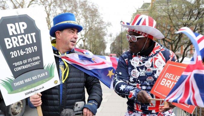 Парламент Британии одобрил отсрочку Brexit и отверг новый референдум