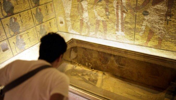 Pēc aviokatastrofas Ēģipte tūristus cenšas piesaistīt ar jaunu kapeņu atvēršanu