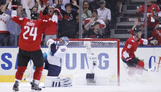 Canada Corey Perry (24), Jonathan Toews (16), Jaroslav Halak