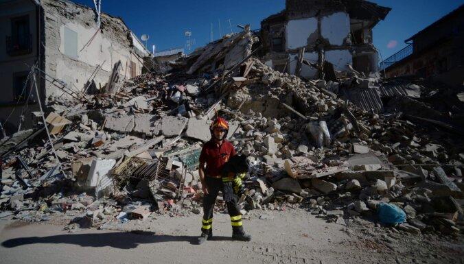 Grieķiju un Turciju satricina spēcīga zemestrīce
