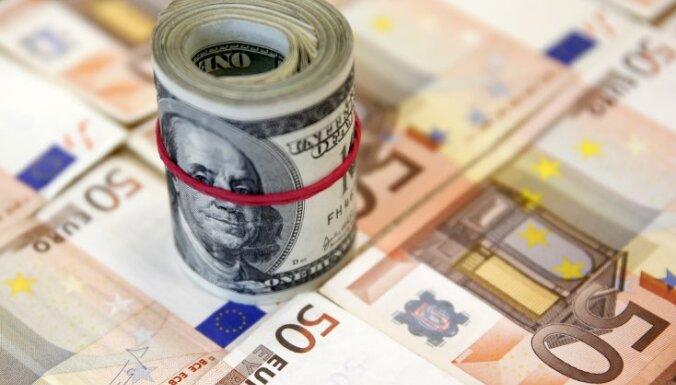 Евро дешевеет к доллару на опасениях дефолта Греции