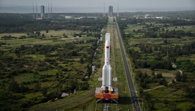 Ķīnā veiksmīgi piezemējusies eksperimentālā kosmosa kuģa nosēšanās kapsula