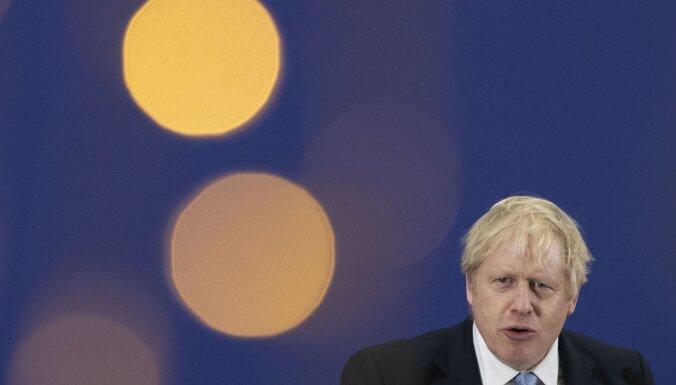 Коронавирус: британский премьер Борис Джонсон получает кислород, но дышит самостоятельно