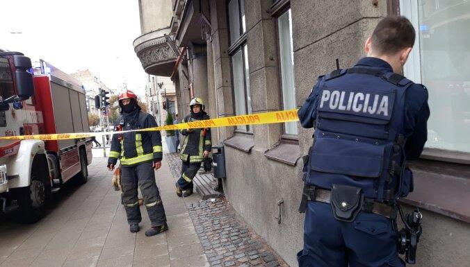 ФОТО: На улице Валдемара в доме констатировали задымление, эвакуированы сотрудники