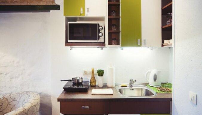 Gaumīgas dizaina viltības, kas mazas virtuves padarīs ievērojami plašākas