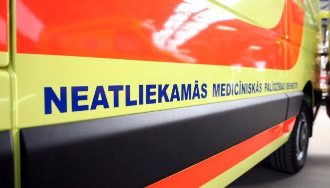 На трассе Рига — Лиепая в ДТП попала машина Службы неотложной медицинской помощи