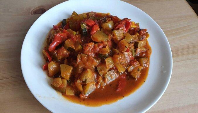 Karija recepte ar kabačiem un tomātiem