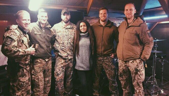 ФОТО: Певица Амината выступила перед латвийскими солдатами в Афганистане
