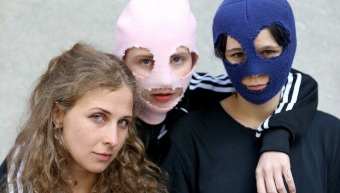 Власти Беларуси отказали во въезде двум участницам Pussy Riot