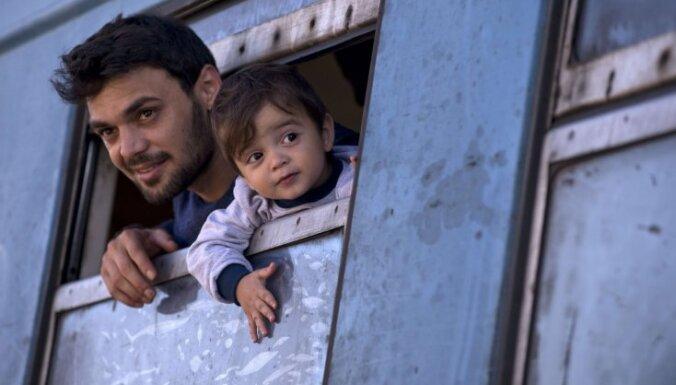 Правящие партии согласны сократить пособия для беженцев; сумму уточнят