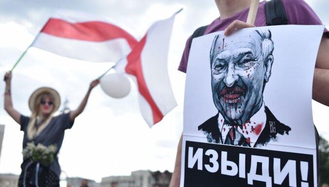 "ФОТО: ""Не забудем! Не простим!"" Как в Беларуси проходили митинги за и против Лукашенко"