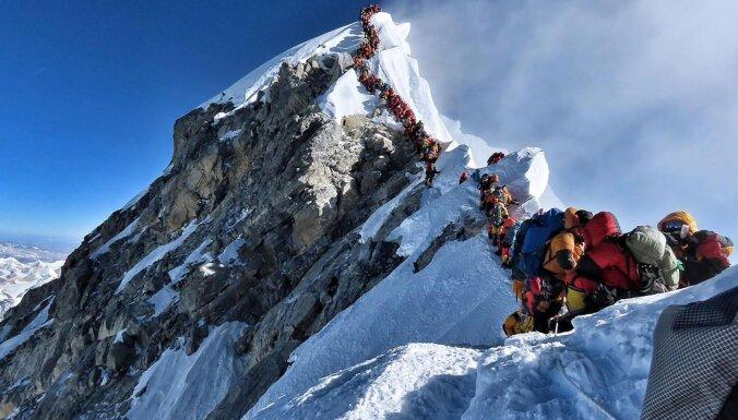 Непал сделает восхождение на Эверест сложнее (и дороже)