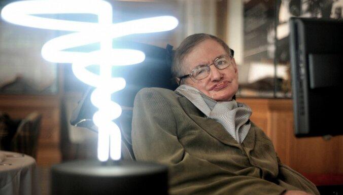 Īsi pirms nāves Hokings izskaidrojis Visuma galu