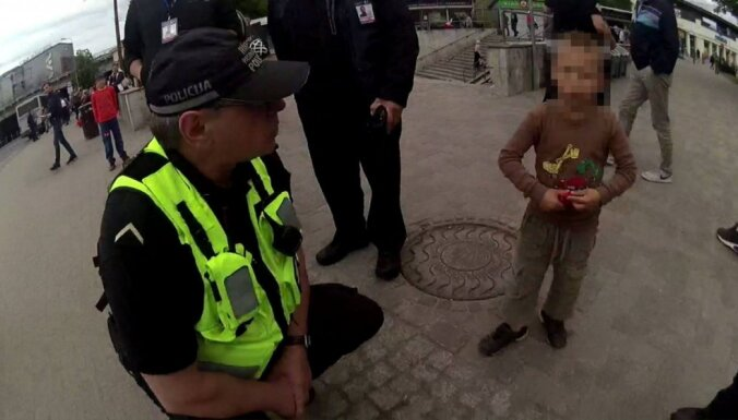 Пьяная мать выгнала из дома 5-летнего сына: мальчик был голоден и ослаблен