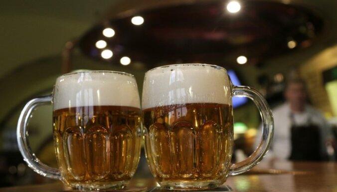 Gada balvu par mūža ieguldījumu alus nozarē saņem Vjačeslavs Šamarins