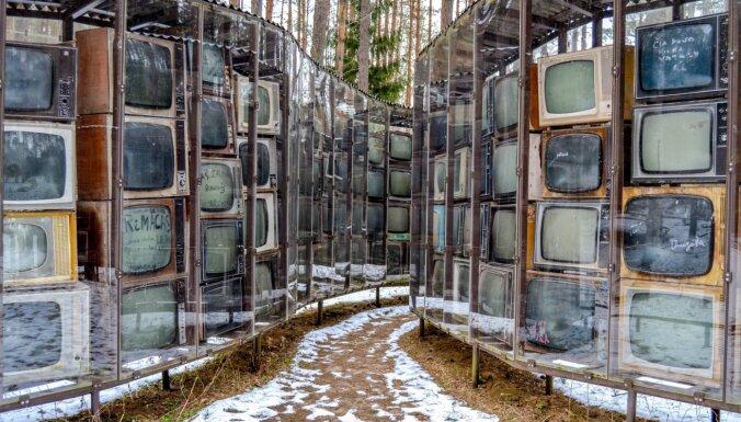 No briesmoņiem līdz īpašai televizoru kolekcijai: septiņi īpatnēji skulptūru parki