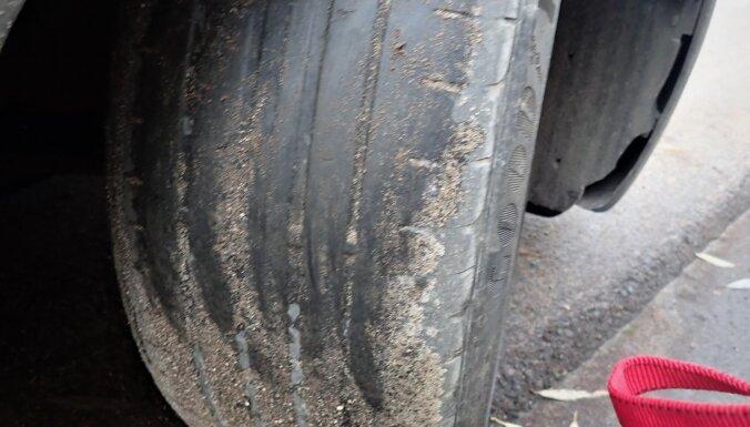 """Полиция задержала двух водителей на """"лысой"""" резине"""