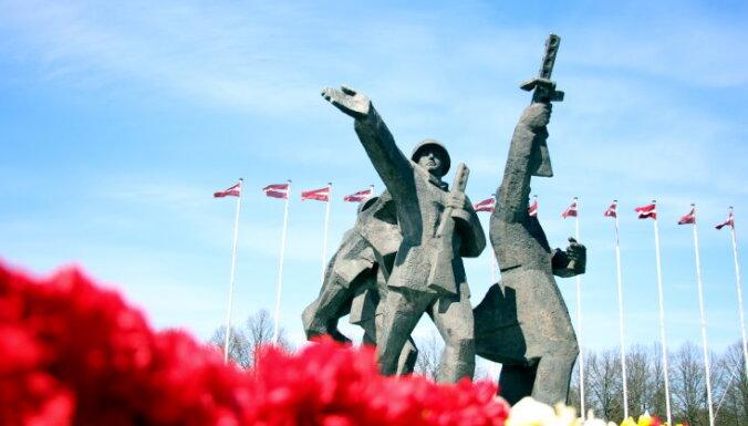 """Сносить не будем никогда? Историк и политолог о том, как принести мир в главное """"русское место"""" Латвии"""
