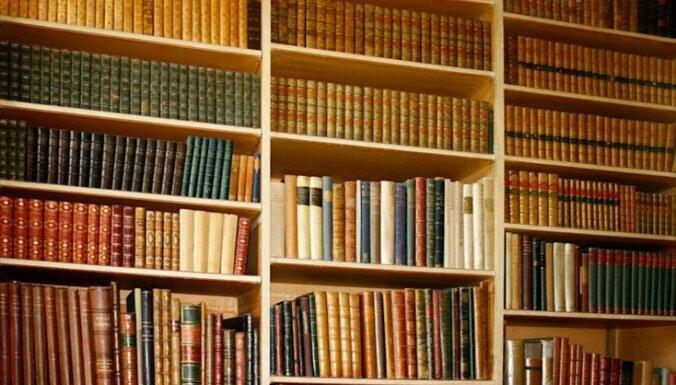 Ринкевич передал ЛНБ 630 книг дипломата Карлиса Зариньша