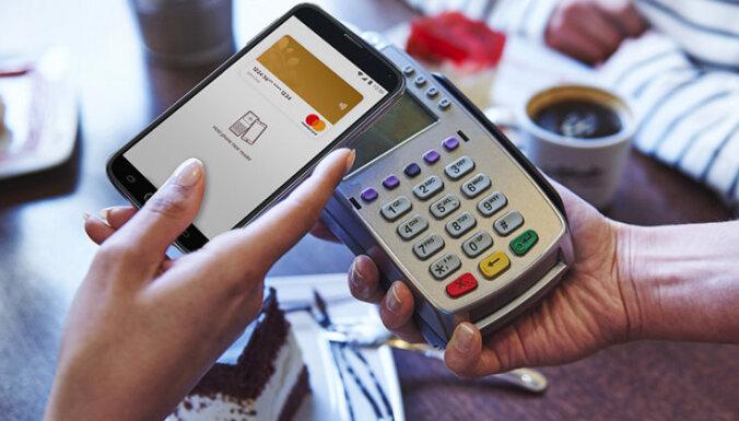 Swedbank: 5 фактов об оплате покупок прикосновением смартфона к терминалу