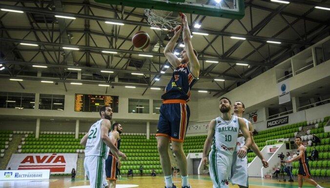 """Mejeris ar desmit punktiem palīdz """"Parma"""" komandai sasniegt FIBA Eiropas kausa pusfinālu"""