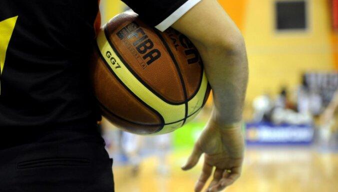 """Игрока НБА удалили за """"потирание мяча"""""""