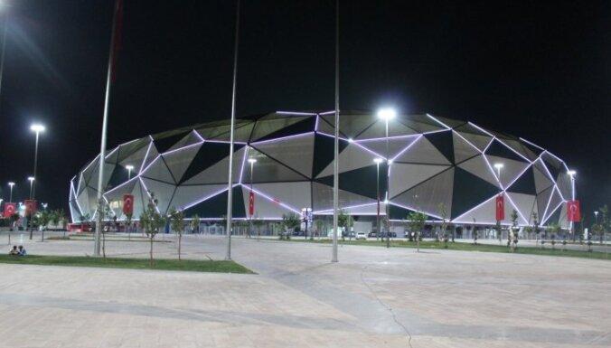 Foto: Turcijas futbola jaunās mājas – skaistais Konjas stadions