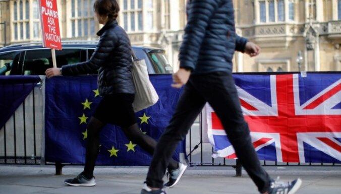 'Brexit' varētu atlikt par diviem gadiem, ziņo laikraksts