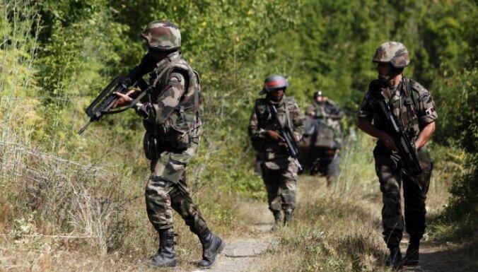 Войска НАТО сносят баррикады сербов на севере Косово