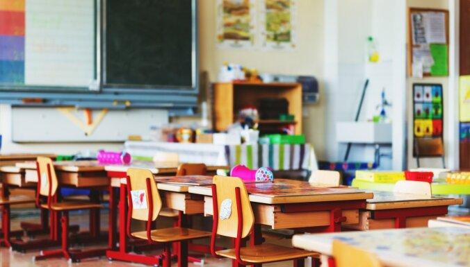 Atpūtai, rotaļām vai mājasdarbu pildīšanai? Kas notiek pagarinātajās dienas grupās skolās