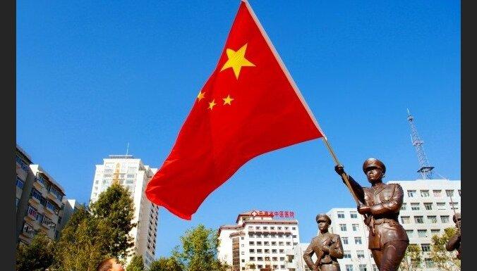 Ķīnā augstus ierēdņus atlaiž no darba par gulēšanu konferencē