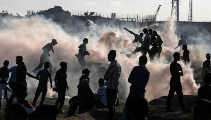 Izraēla dod triecienus Gazas joslai, atbildot uz raķešu apšaudi