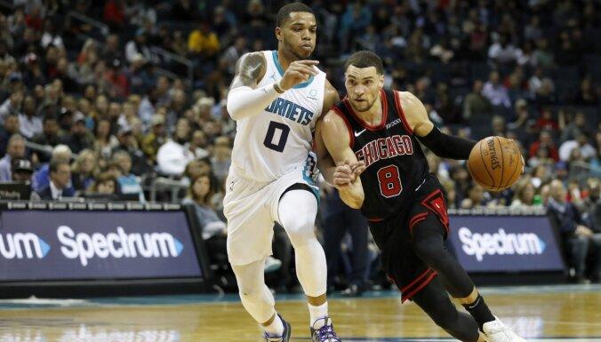 Lavīns ar 13 precīziem tālmetieniem pietuvojas NBA rekordam un realizē uzvaras metienu