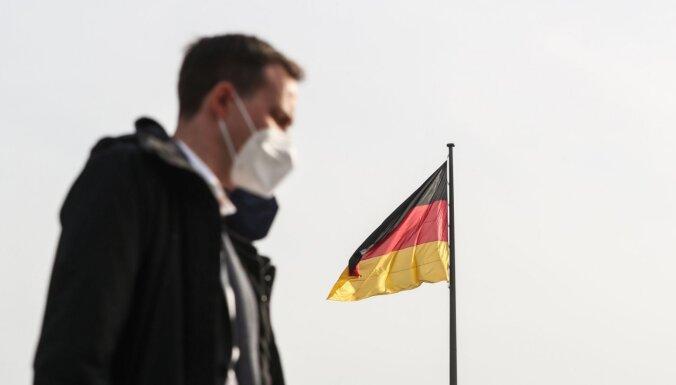 Vācijas parlamenta apakšnams pieņem likumu par karantīnas 'avārijas bremzēm'